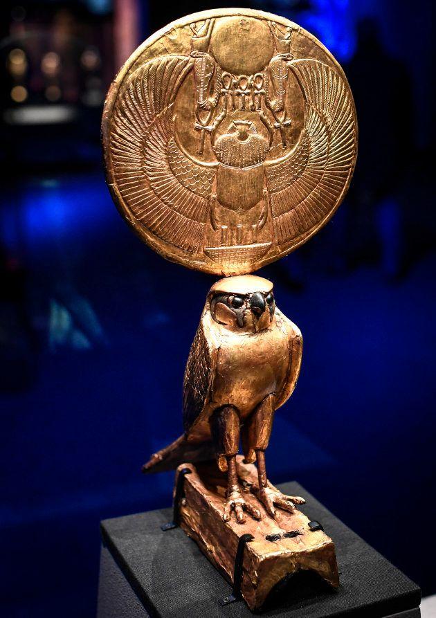 Statuetta col dio falco Horus