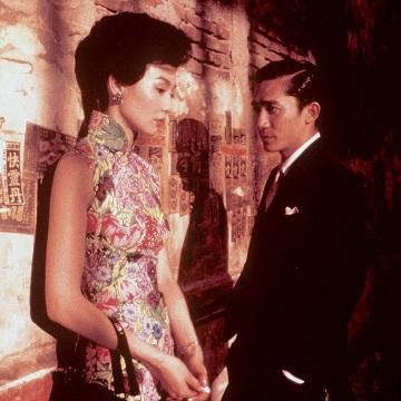 Hong Kong, vicini di casa, mahjong e l'essenza dell'intimità tra un uomo e una donna, distillata in segreto: un film silenzioso, sensuale, elegantissimo