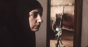Una guerra, un'invasione, una resistenza. Saverio Costanzo le racconta chiudendo una famiglia palestinese nella propria casa occupata da soldati israeliani. Un film politico e intimo su un conflitto che sembra non interessare più nessuno.
