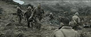 La guerra è brutta e sporca e si muore. Una volta che sei lì pensi solo a portare a casa la pelle e possibilmente a portare a casa anche la pelle degli amici. Eroismo e patriottismo sono costruzioni posticce che fanno comodo solo a chi in guerra non ci va.