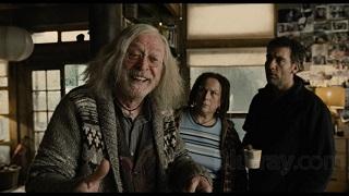 Spolier: l'eroe è Clive Owen che in infradito scappa in un bosco e trova aiuto in un meraviglioso Michael Caine che coltiva la migliore marijuana in circolazione