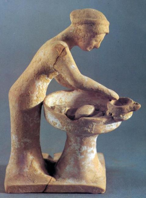 Statuetta di donna greca che impasta il pane