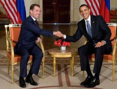 Obama e Medvedev firmano l'accordo START 2