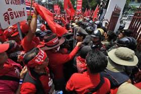 Thailandia, blitz rosso in Parlamento